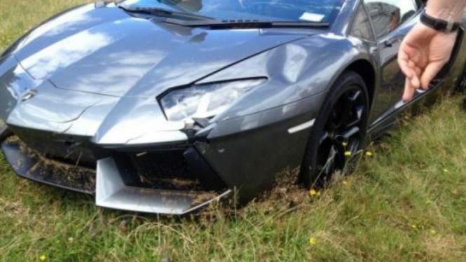 Lamborghini Aventador mengalami kecelakaan di Selandia Baru