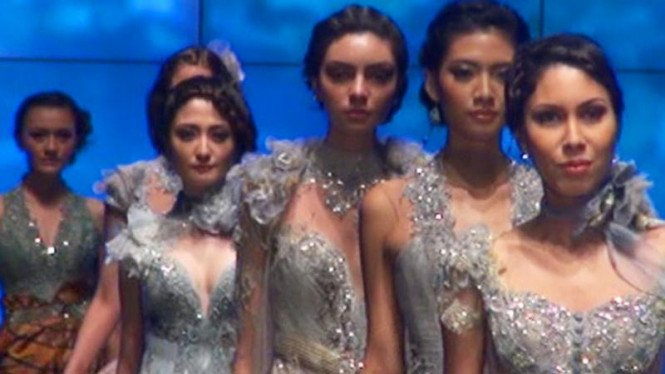 koleksi Ferry Sunarto di Indonesia Fashion Week