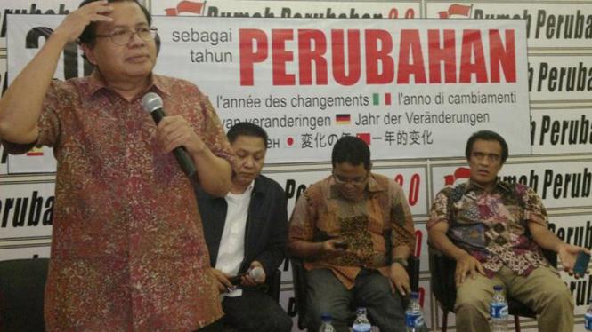 Para tokoh berdiskusi soal premanisme di Jakarta, Selasa.