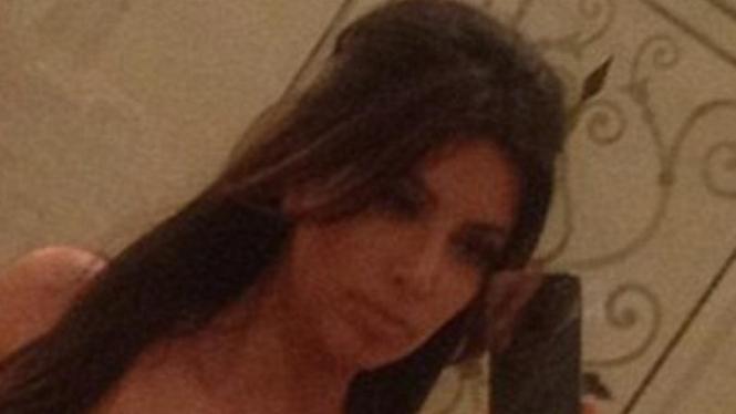Kim Kardashian seksi tanpa make up