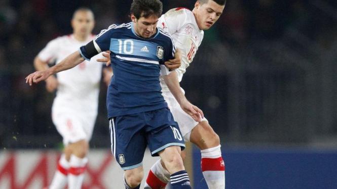 Lionel Messi (Timnas Argentina/kiri) saat melawan Swiss