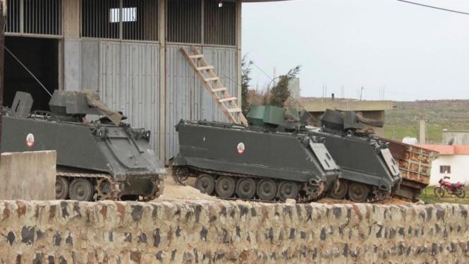 Pasukan Suriah menyiagakan sejumlah tank lapis baja