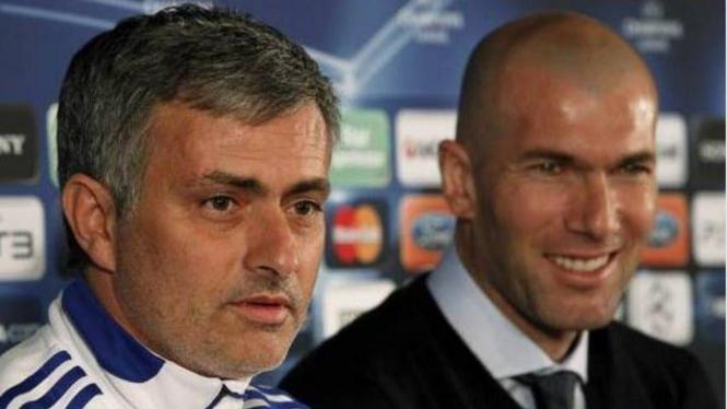 Jose Mourinho (kiri) dan Zinedine Zidane