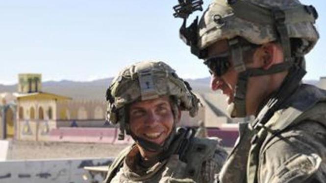 Sersan Robert Bales (kiri), tentara pembantai 16 warga Afganistan