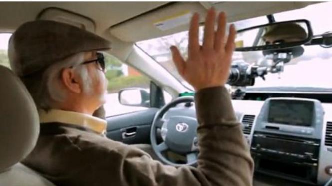 Tuna netra mengendarai mobil Google