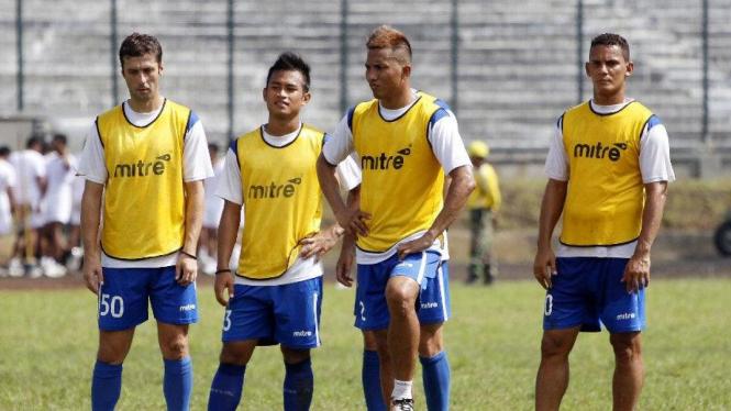 Noh Alam Shah dan Marcio Souza di latihan Persib Bandung