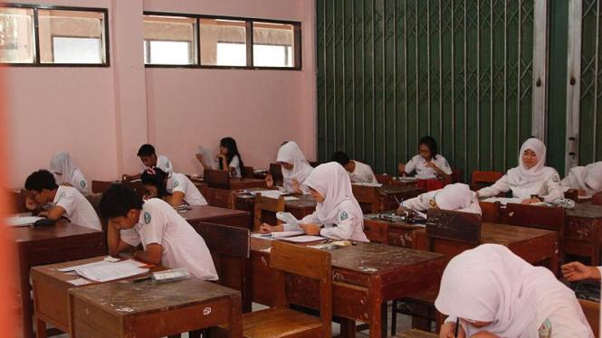 Ujian Nasional di SMAN 1 Cibinong