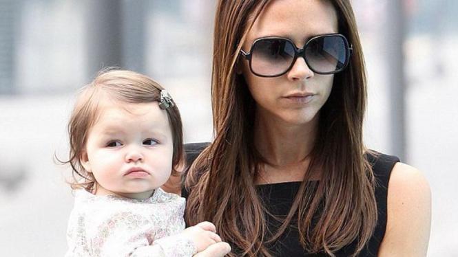 Victoria Beckham dan Harper Seven
