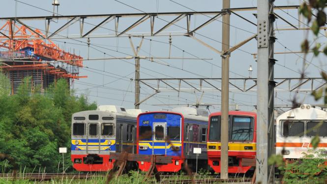 KRL di Stasiun Bekasi