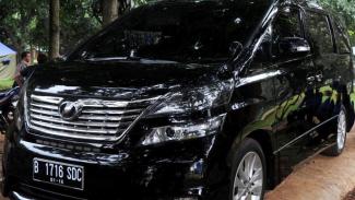 Mobil Toyota Alphard Vellfire Anas Urbaningrum
