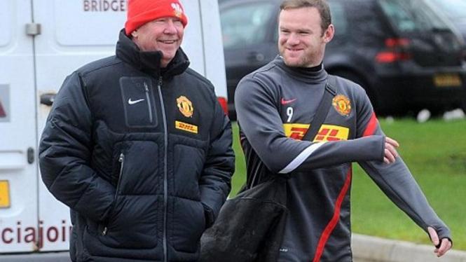 Alex Ferguson (kiri) dan Wayne Rooney di Cardiff