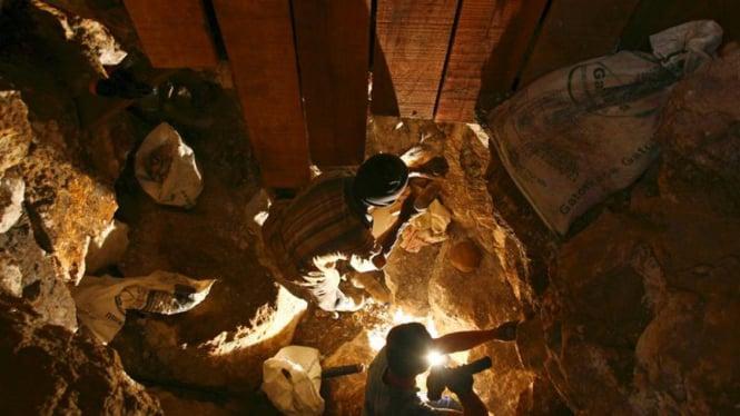Para Penambang Emas di Poboya Sulawesi Tengah