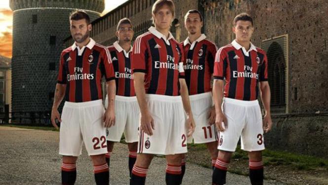 Kostum AC Milan untuk musim 2012/2013