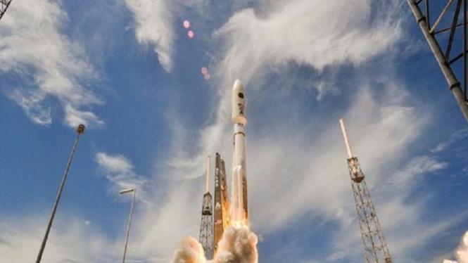 Roket Atlas 5 meluncurkan satelit EAHF 2