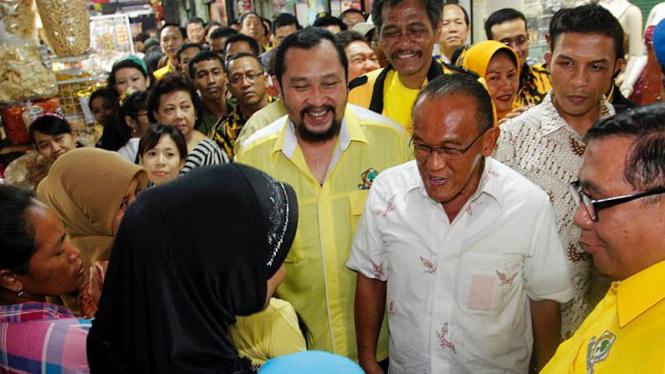Aburizal Bakrie Temui Pedagang Pasar Atom Surabaya