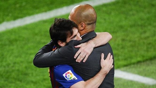 Striker Barcelona, Lionel Messi, dan Pep Guardiola.