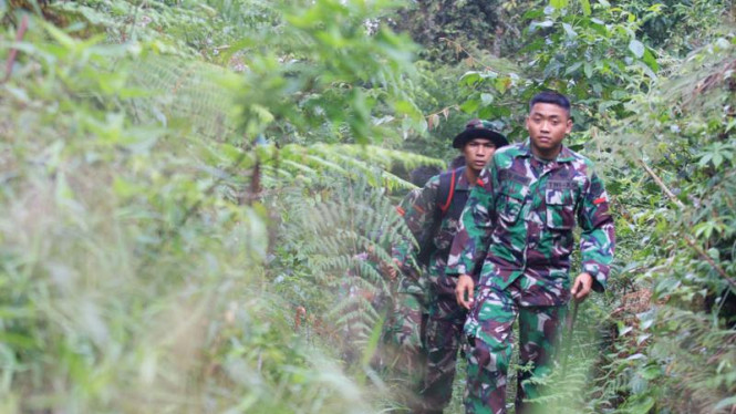 anggota TNI bersiap lakukan pencarian korban sukhoi