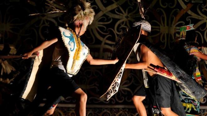 Tarian perang Suku Dayak