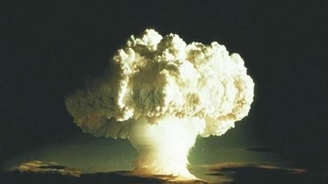 Ledakan bom hidrogen di Enewetak, Samudera Pasifik, pada 1952.