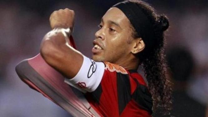 Ronaldinho akhirnya memilih keluar dari Flamengo