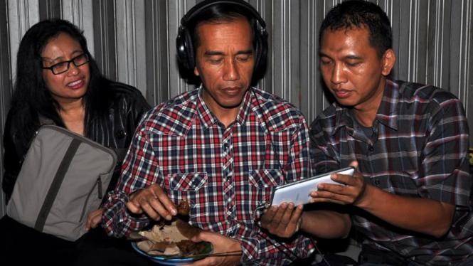 Jokowi Nongkrong di Angkringan