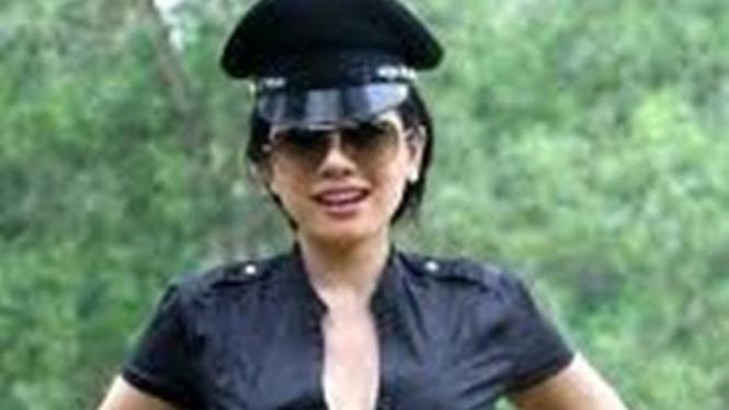 3 Film Horor Seksi Yang Pertemukan Nikita Mirzani: Peran Baru Nikita Mirzani Jadi Satpam
