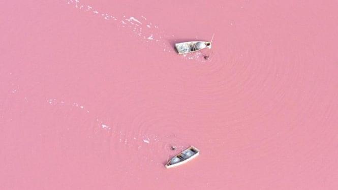 Danau Retba di Senegal, Afrika Barat.