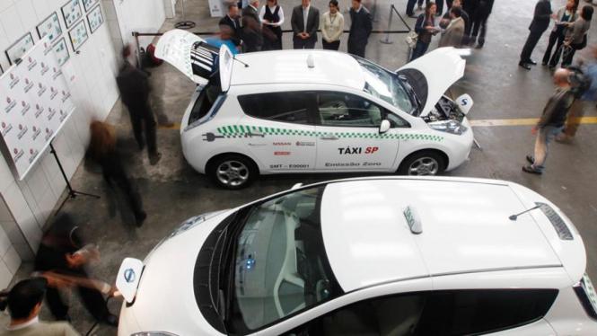 Taksi listrik Nissan Leaf