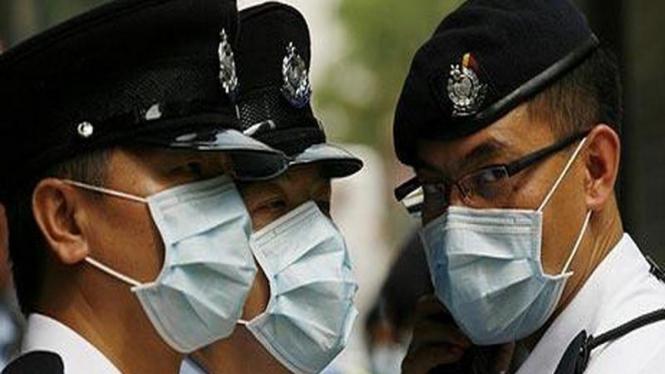 Polisi Hong Kong saat hadapi wabah flu burung beberapa tahun lalu.