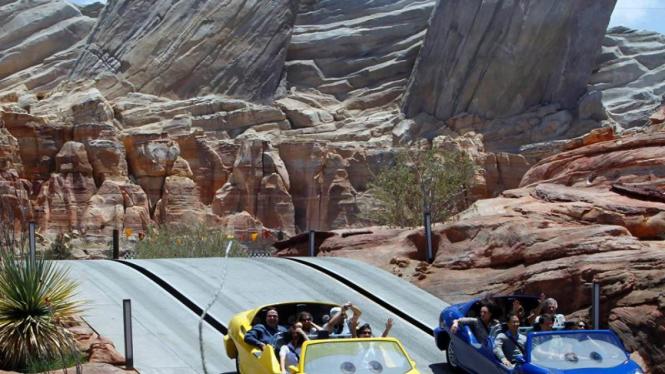 Wahana 'Cars Land' di Disneyland California