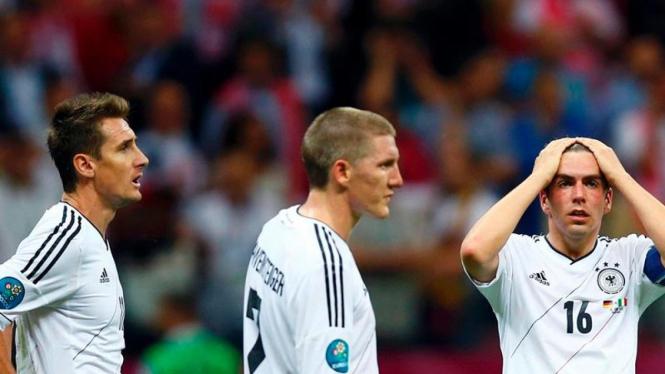 Miroslav Klose, Bastian Schweinsteiger, Philipp Lahm meratapi kegagalan Jerman