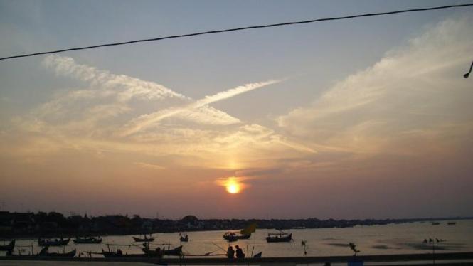 Keindahan senja di pelabuhan kuno Tuban