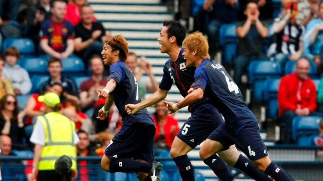 Yuki Otsu (kiri) saat merayakan gol ke gawang Spanyol