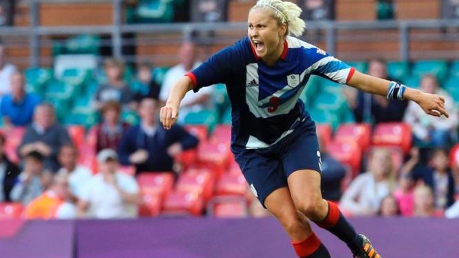 Stephanie Houghton merayakan golnya untuk Inggris Raya
