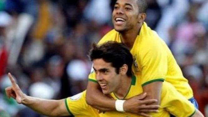 Pemain timnas Brasil, Kaka (kiri) dan Robinho.
