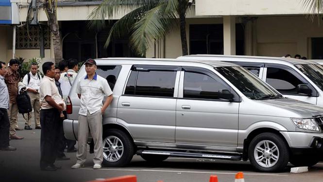 Mobil KPK dihadang Usai Geledah Korlantas Mabes Polri