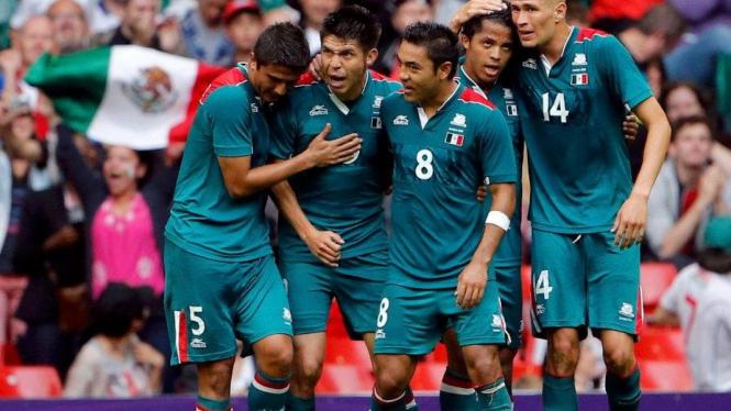 Timnas Meksiko merayakan gol di Olimpiade London 2012