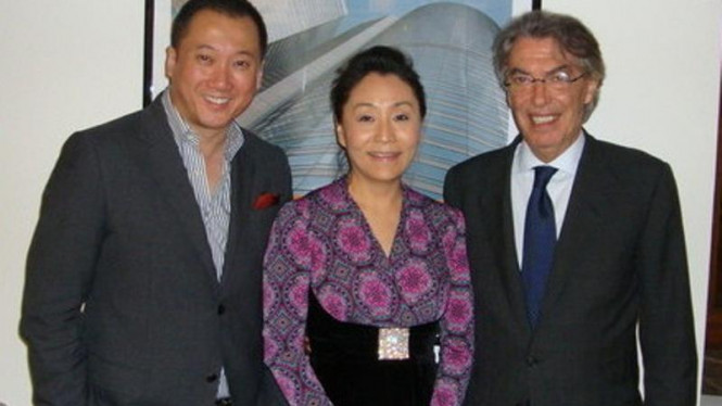 Presiden Inter Milan, Massimo Moratti (kanan) dengan investor China