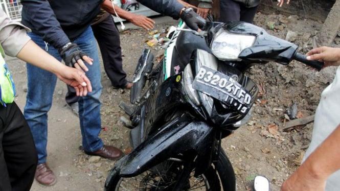 Kecelakaan Kendaraan Bermotor di Daan Mogot