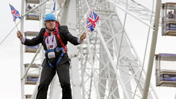 Mantan Walikota London dan Pemimpin Kampanye Brexit, Boris Johnson, diprotes saat ditunjuk oleh PM Theresa May sebagai Menteri Luar Negeri.