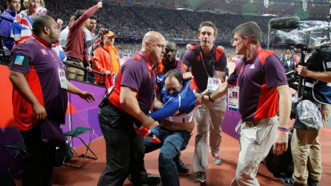 Penonton ditangkap karena melempar botol di final 100 meter putra