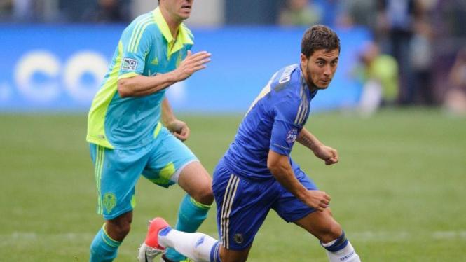 Pemain Chelsea, Eden Hazard (kanan)