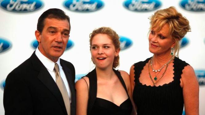 Antonio Banderas dan Estela del Carmen dan Melanie Griffith