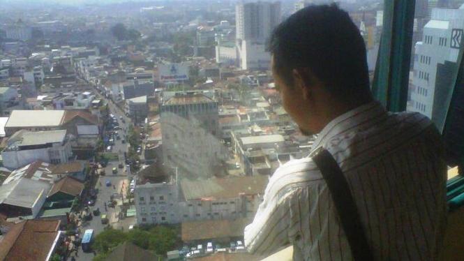 Pemandangan dari Menara Masjid Raya Bandung