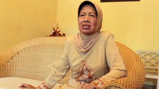 Ibunda Joko Widodo, Sujiatmi Notomiharjo.