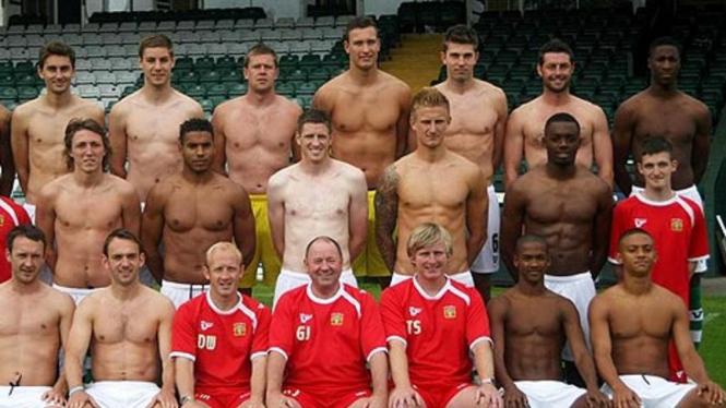 Tim Yeovil Town foto tim telanjang dada setelah gagal dapat sponsor
