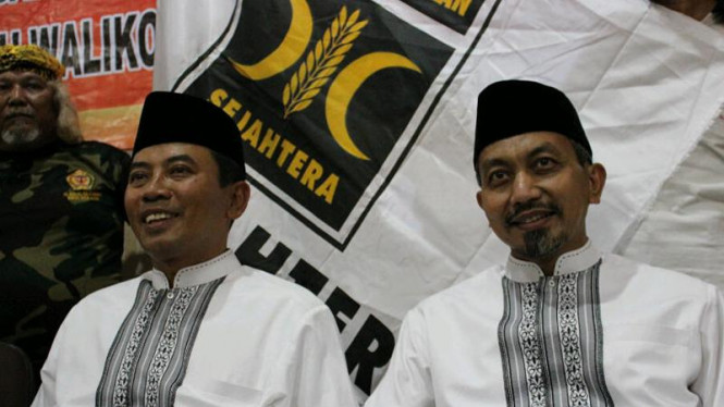 Ketua DPD PKS Jabar sekaligus Wakil Walikota Bekasi Ahmad Syaikhu (kanan)