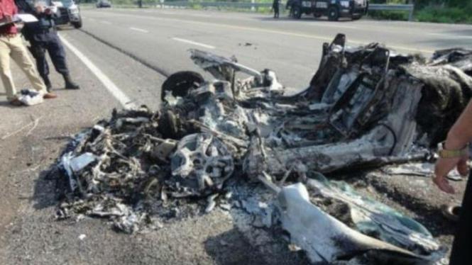 Lamborghini Gallardo hangus dibakar sekelompok gangster di Meksiko