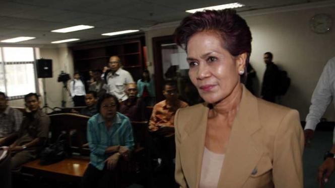 Agus Condro & Hamka Yandhu Bersaksi di Sidang Miranda Goeltom