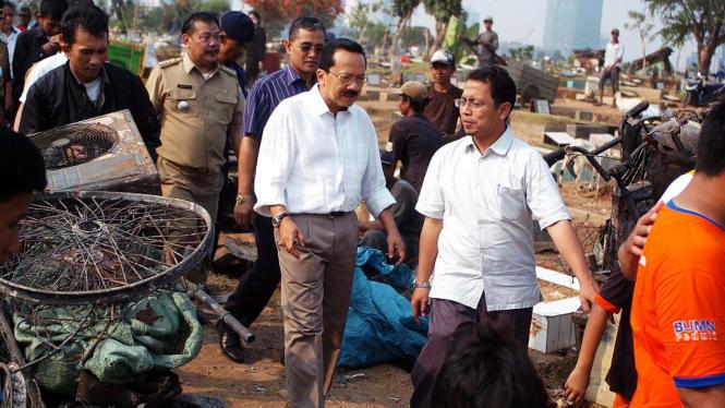 Fauzi Bowo atau Foke kunjungi korban kebakaran Karet Tengsin, Jakarta Pusat